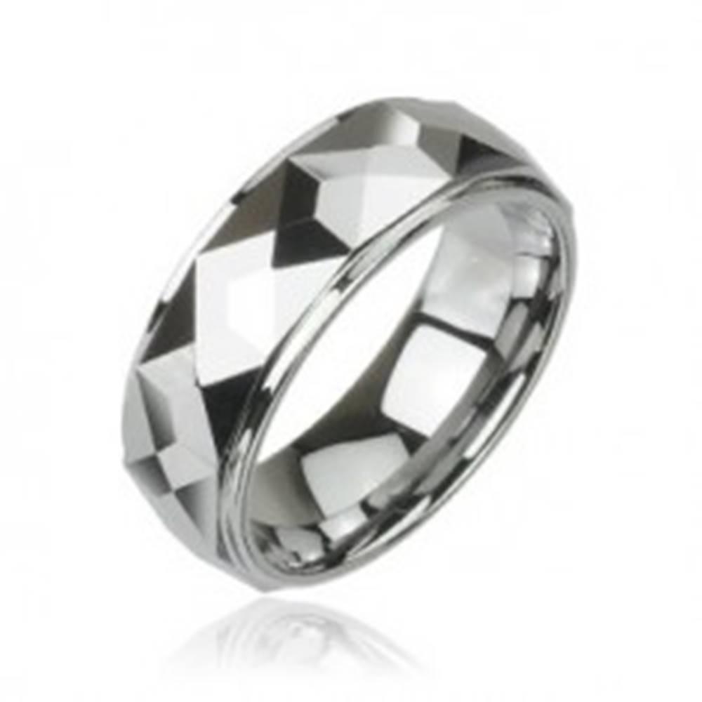 Šperky eshop Volfrámový prsteň s vybrúsenými hranatými plochami, vysoký lesk, 8 mm - Veľkosť: 49 mm