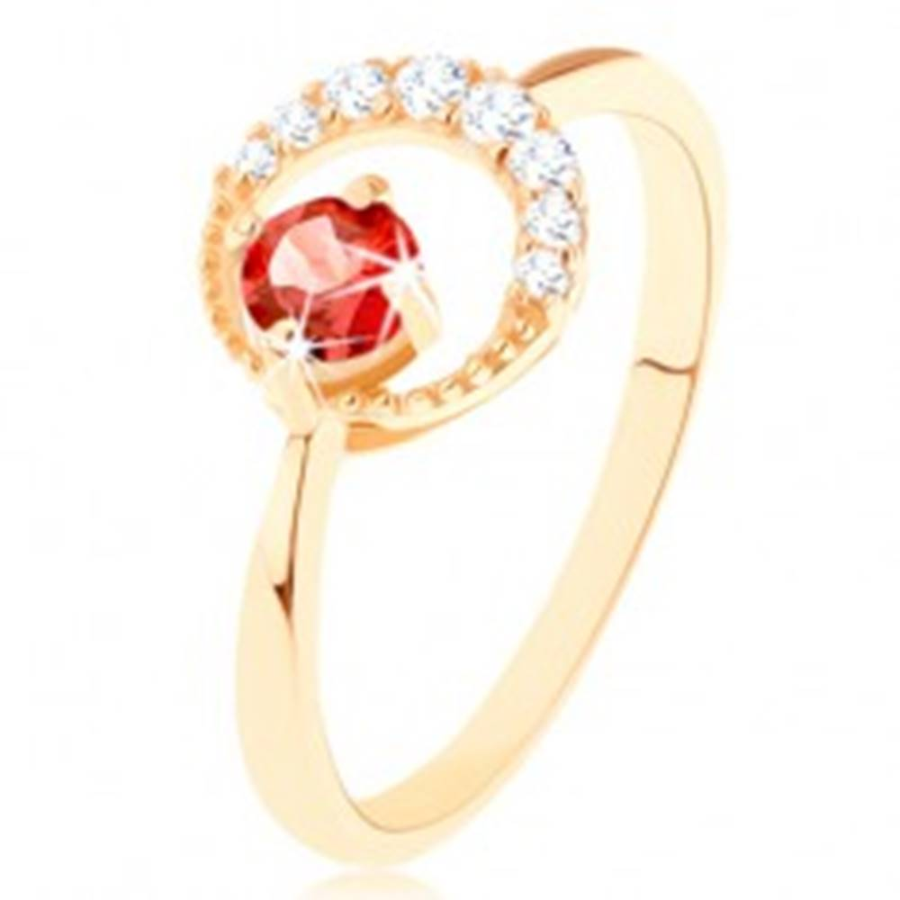 Šperky eshop Zlatý prsteň 375 - zirkónový kosák mesiaca, okrúhly červený granát - Veľkosť: 50 mm
