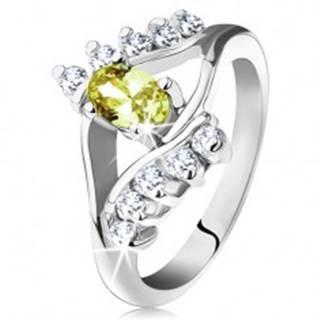 Lesklý prsteň v striebornej farbe, hladké a zirkónové línie, svetlozelený ovál - Veľkosť: 49 mm