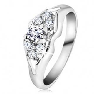 Ligotavý prsteň v striebornej farbe, brúsené číre zirkóny, rozdelené ramená - Veľkosť: 48 mm