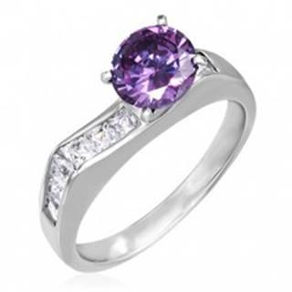 Prsteň z ocele - výrazný fialový zirkón, štvorcové číre zirkóny - Veľkosť: 49 mm