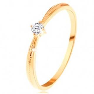 Zásnubný prsteň v žltom 14K zlate - okrúhly číry zirkón, vrúbky na ramenách - Veľkosť: 49 mm