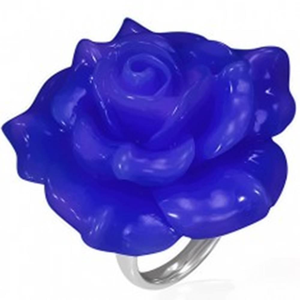 Šperky eshop Lesklý oceľový prsteň - modrá ruža zo živice - Veľkosť: 49 mm