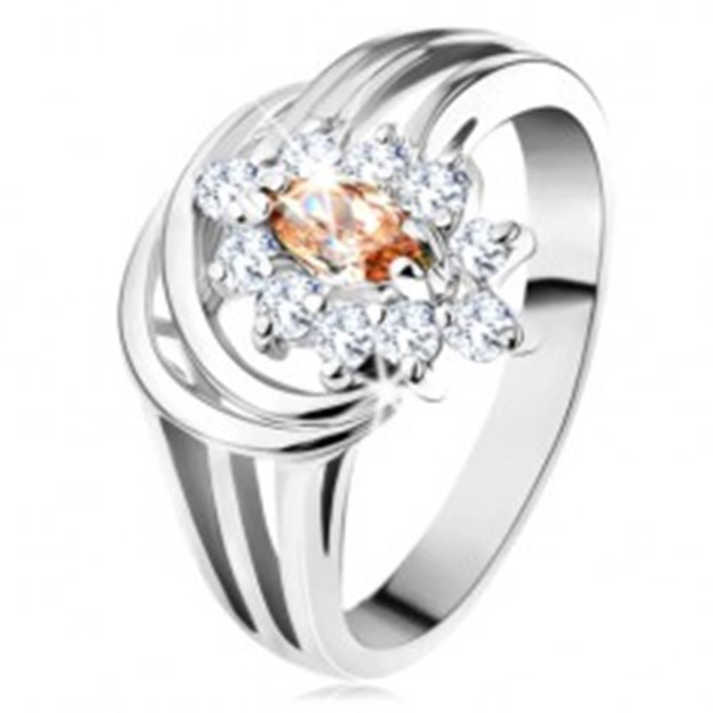 Šperky eshop Lesklý prsteň so strieborným odtieňom, kvet zo svetlohnedo-čírych zirkónov - Veľkosť: 54 mm