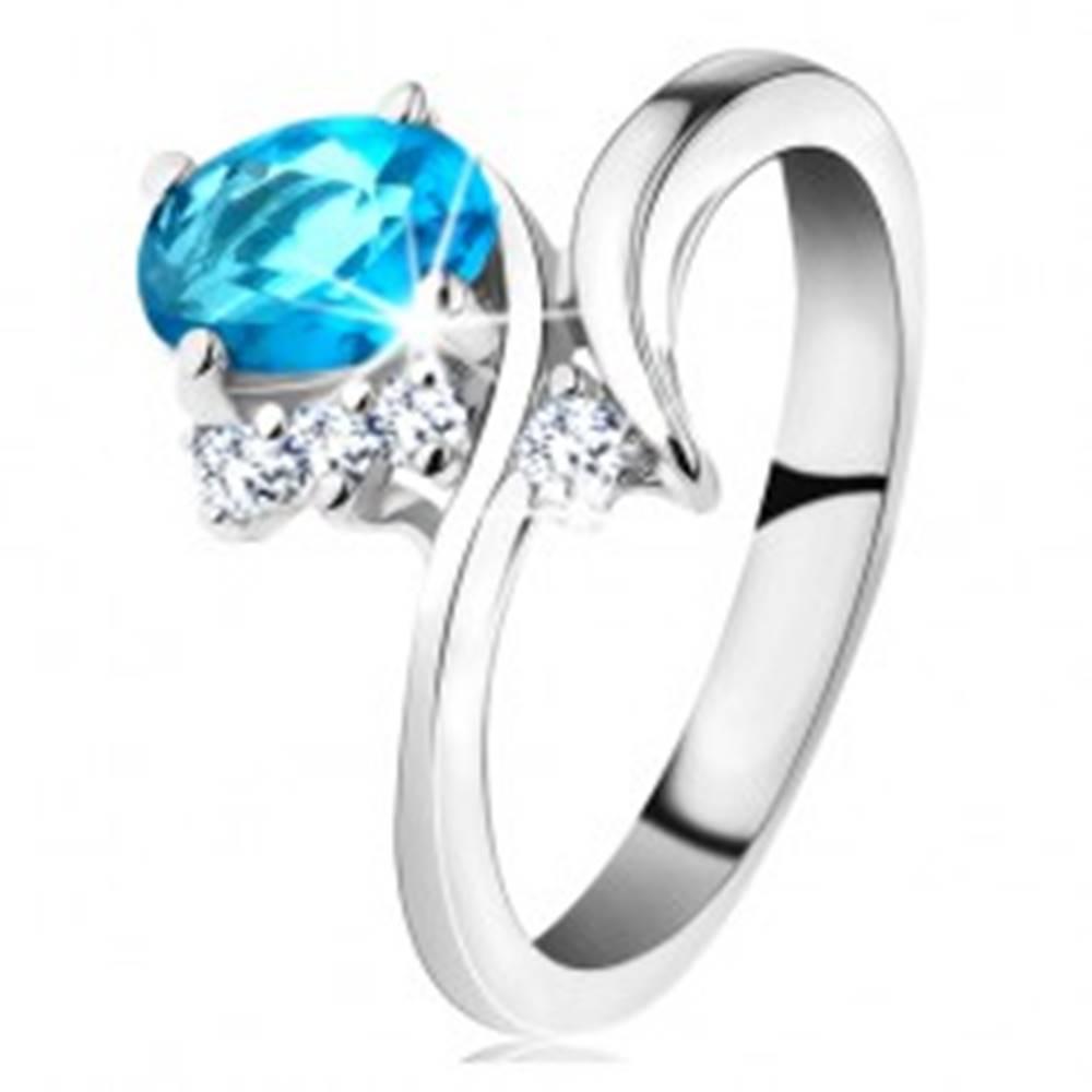 Šperky eshop Lesklý prsteň v striebornej farbe, oválny akvamarínový zirkón, úzke ramená - Veľkosť: 48 mm