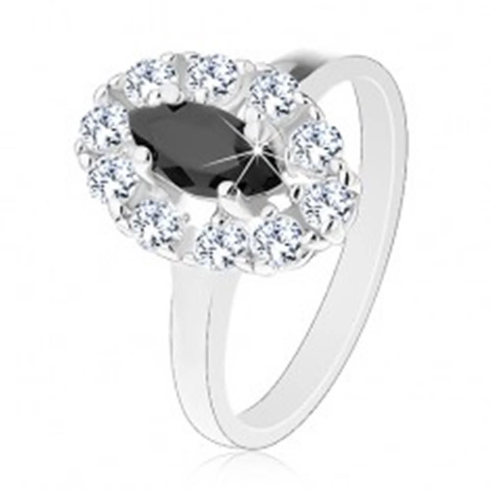Šperky eshop Lesklý prsteň v striebornom odtieni, čierne zrnko s čírou zirkónovou obrubou - Veľkosť: 55 mm
