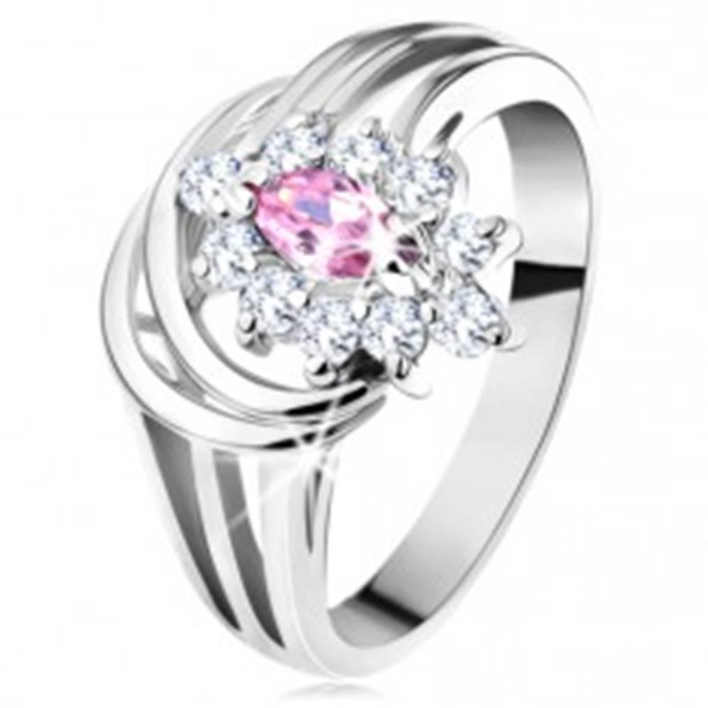 Šperky eshop Ligotavý prsteň, rozvetvené ramená, ružovo-číry zirkónový kvietok, oblúčiky - Veľkosť: 48 mm