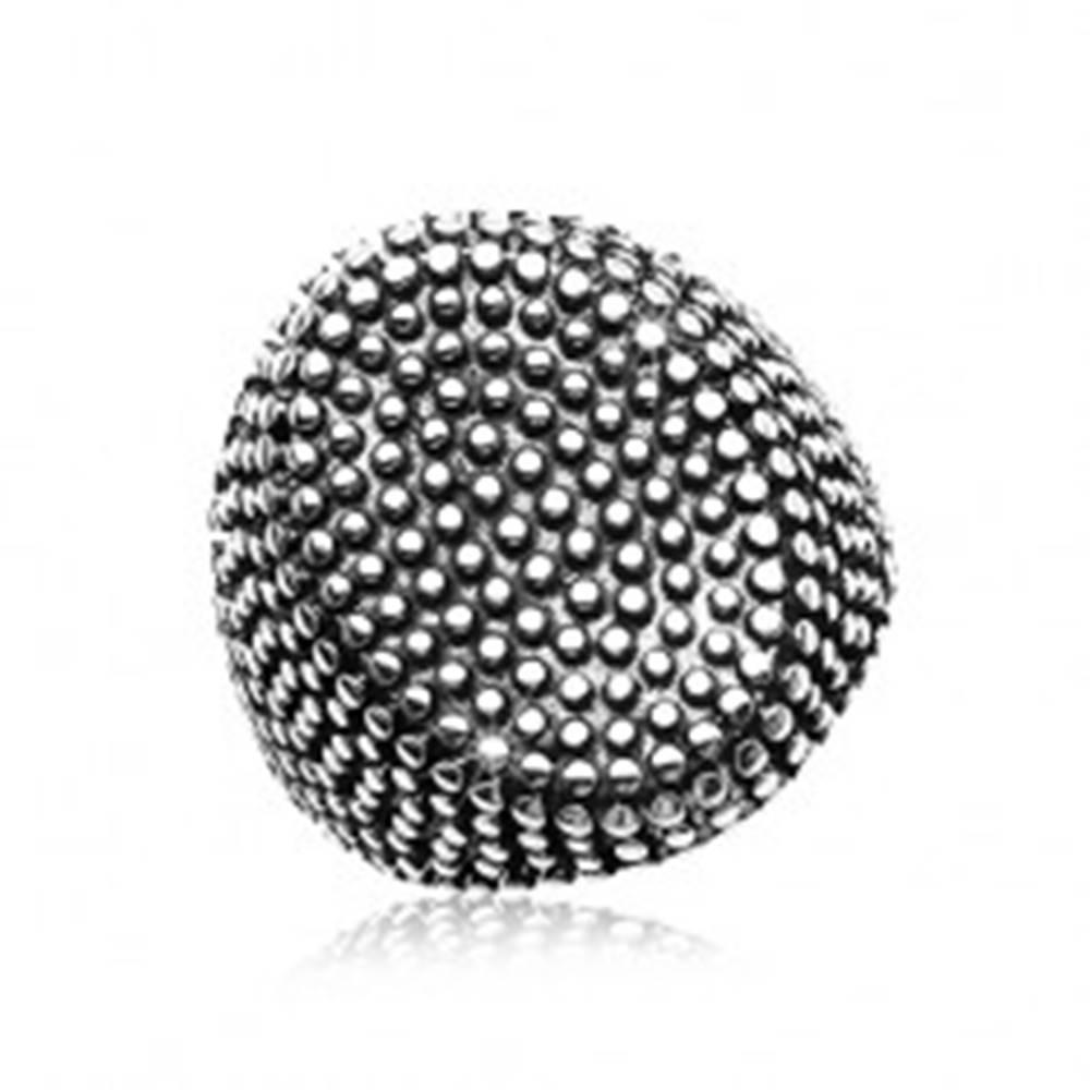 Šperky eshop Oceľový prsteň, veľký ovál posiaty drobnými vypuklými bodkami, čierna patina - Veľkosť: 58 mm