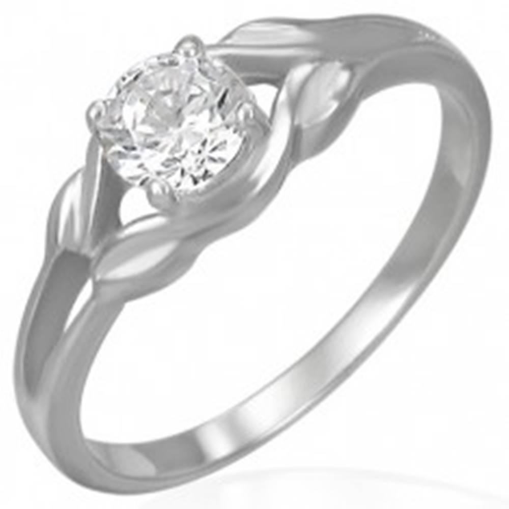 Šperky eshop Oceľový zásnubný prsteň - číry zirkón v slučke - Veľkosť: 48 mm