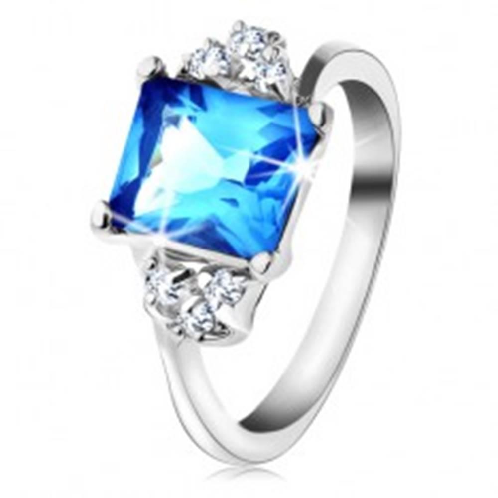 Šperky eshop Prsteň s lesklými ramenami a obdĺžnikovým zirkónom svetlomodrej farby - Veľkosť: 49 mm