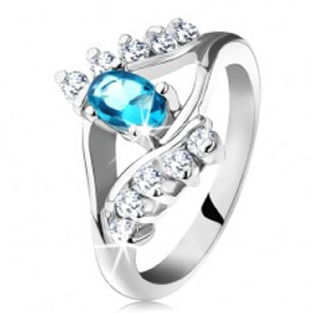 Šperky eshop Prsteň v striebornej farbe, akvamarínový oválny zirkón, línia čírych zirkónov - Veľkosť: 49 mm