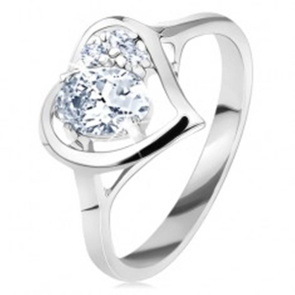 Šperky eshop Prsteň v striebornom odtieni, lesklý obrys srdca s oválom, číre zirkóniky - Veľkosť: 50 mm