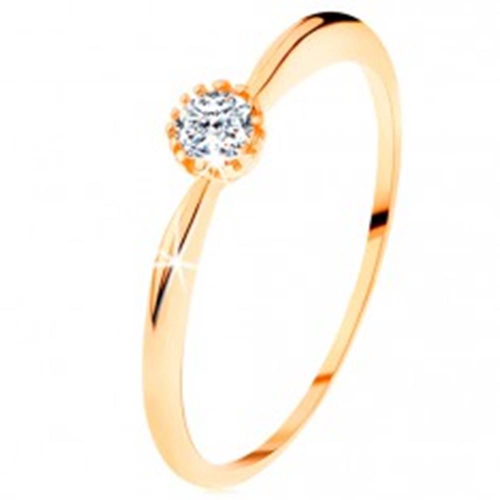 Šperky eshop Prsteň v žltom 14K zlate - trblietavý číry zirkón, ramená s vypuklým povrchom - Veľkosť: 49 mm
