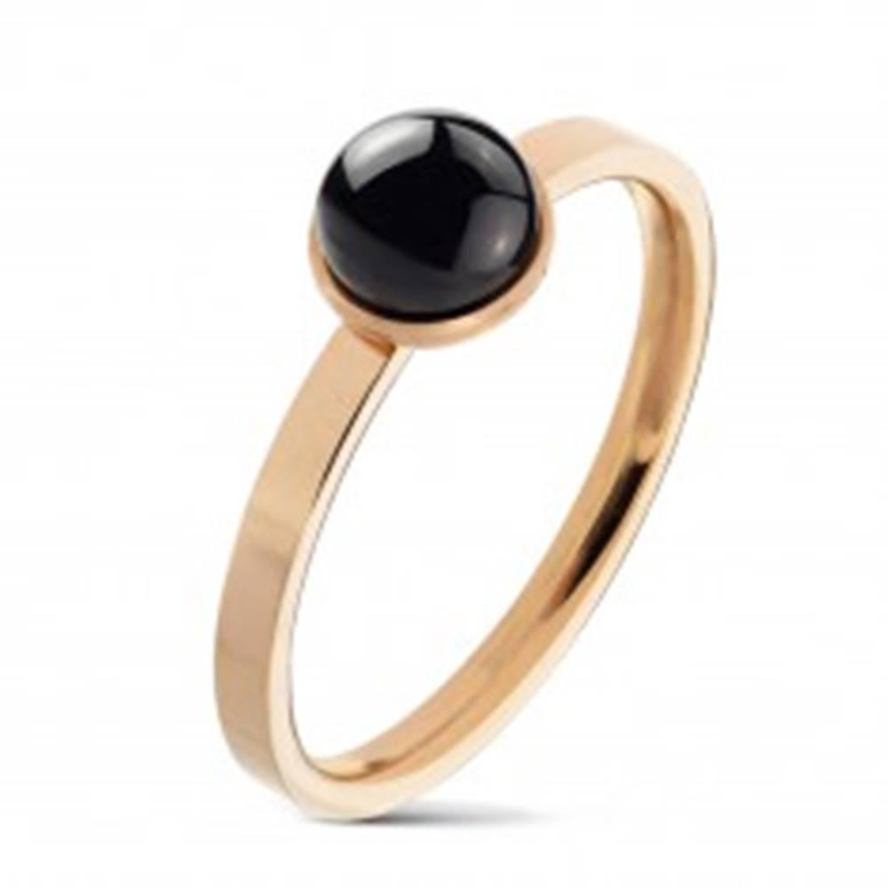 Šperky eshop Prsteň z ocele 316L medenej farby, okrúhly čierny achát v objímke - Veľkosť: 49 mm