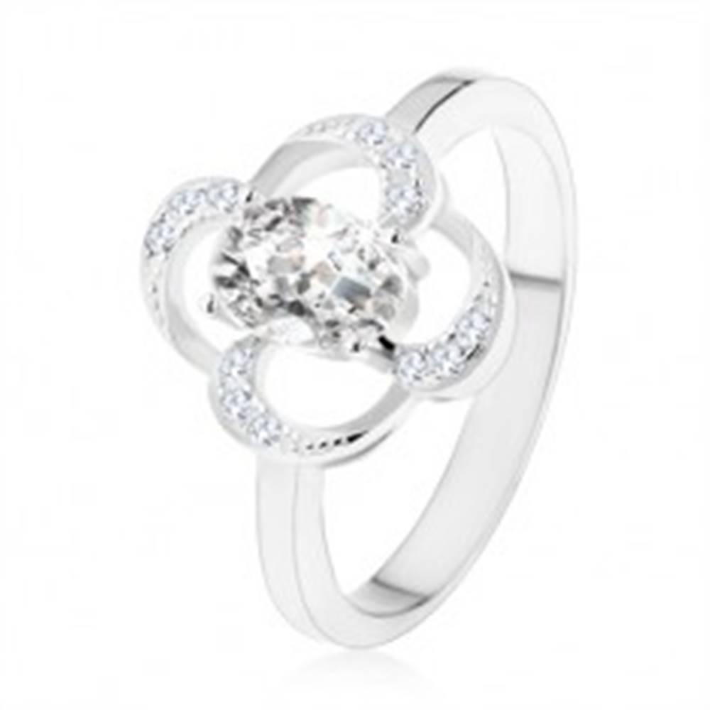 Šperky eshop Prsteň zo striebra 925, ligotavý obrys kvetu s oválnym zirkónom čírej farby - Veľkosť: 47 mm
