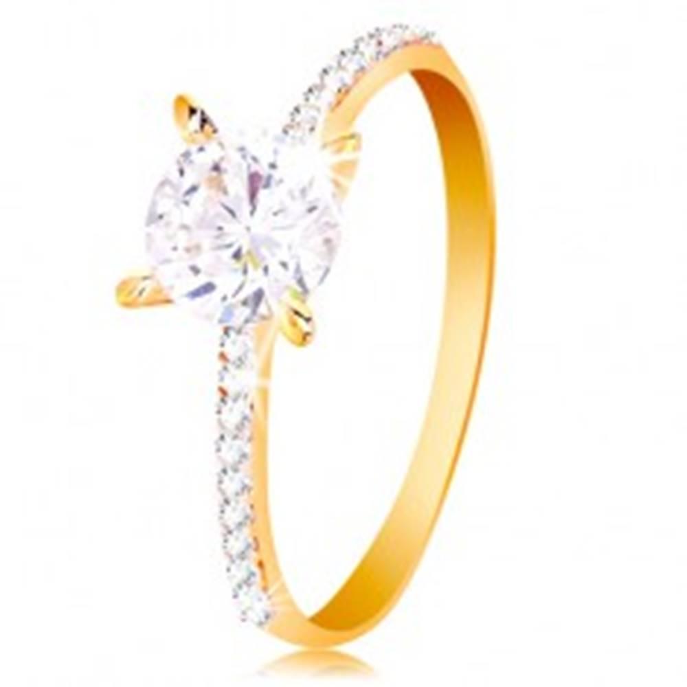 Šperky eshop Prsteň zo žltého 14K zlata - okrúhly číry zirkón, tenké zirkónové pásy po stranách - Veľkosť: 50 mm