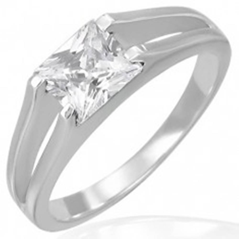Šperky eshop Snubný prsteň - zirkón štvorcový v úchyte dvojitých liniek - Veľkosť: 49 mm