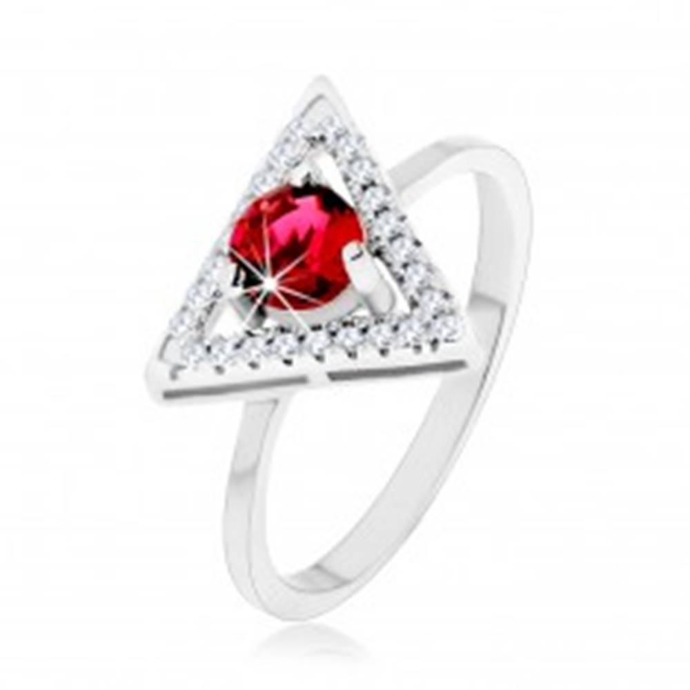 Šperky eshop Strieborný 925 prsteň - zirkónový obrys trojuholníka, okrúhly červený zirkón - Veľkosť: 49 mm