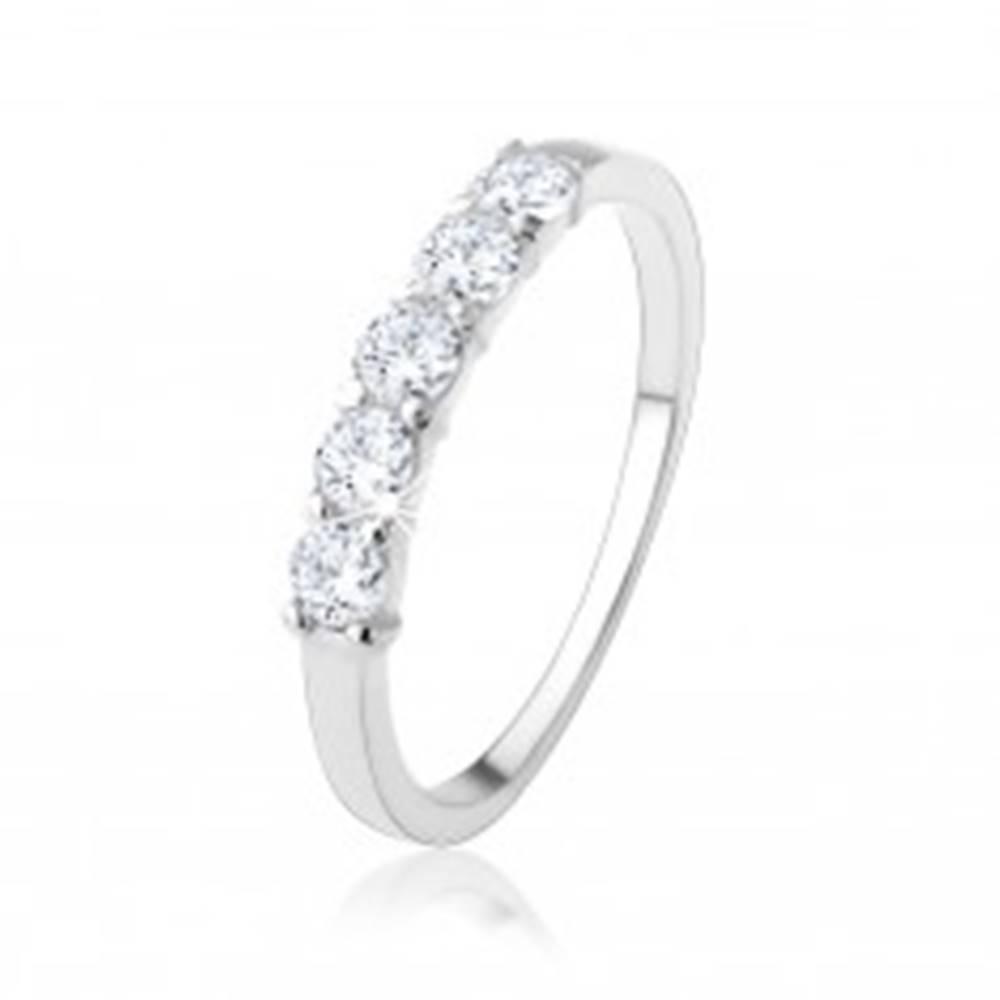 Šperky eshop Strieborný zásnubný prsteň 925 - pás okrúhlych čírych zirkónov - Veľkosť: 48 mm