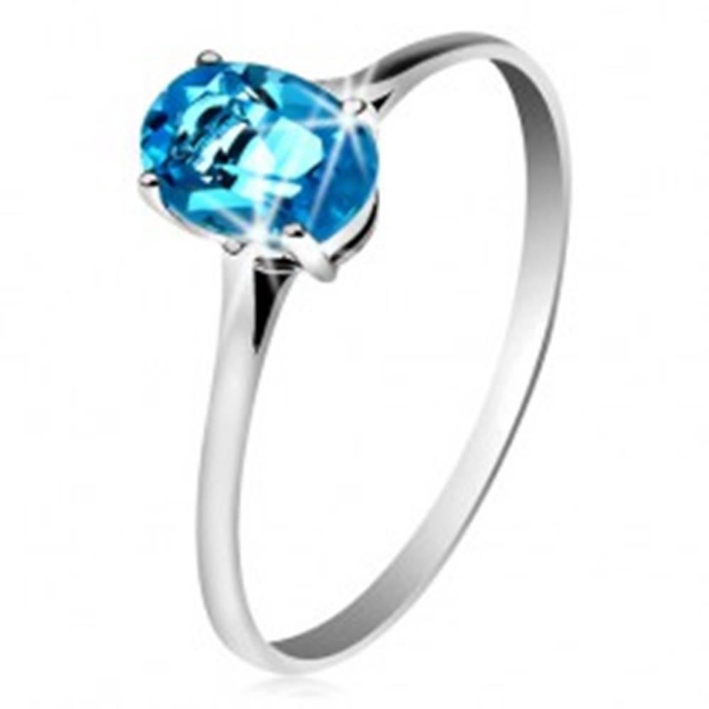 Šperky eshop Zlatý prsteň 585 s oválnym ligotavým topásom modrej farby, tenké ramená - Veľkosť: 49 mm