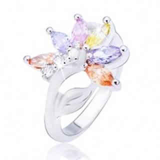 Lesklý oceľový prsteň, striebornej farby, kvet s farebnými zirkónovými lupeňmi - Veľkosť: 48 mm