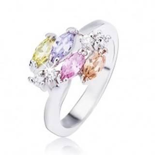 Lesklý oceľový prsteň v striebornom prevedení, lesklé oválne zirkóny a číre kamienky - Veľkosť: 49 mm
