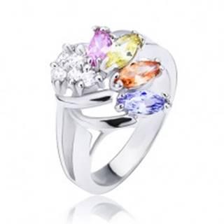 Lesklý prsteň striebornej farby, vejár z farebných a čírych zirkónov - Veľkosť: 51 mm