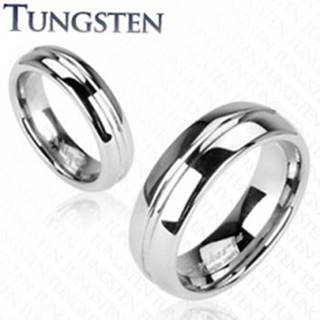Lesklý wolfrámový prsteň striebornej farby, vyrytý stredový pruh, 6 mm - Veľkosť: 49 mm