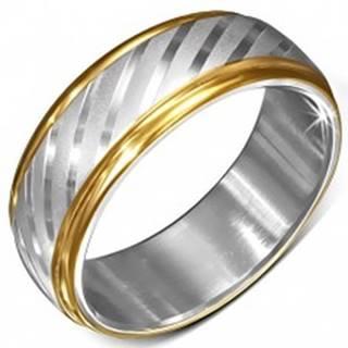 Oceľový prsteň s okrajmi zlatej farby a saténovými diagonálnymi pásmi - Veľkosť: 54 mm