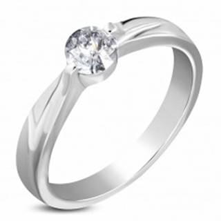 Oceľový zásnubný prsteň striebornej farby, číry zirkón, ramená so zárezom - Veľkosť: 49 mm