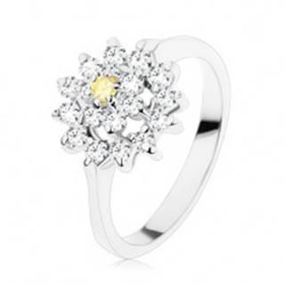 Prsteň s lesklými ramenami, zirkónový kvet v žltej a čírej farbe, ligotavý kruh - Veľkosť: 49 mm