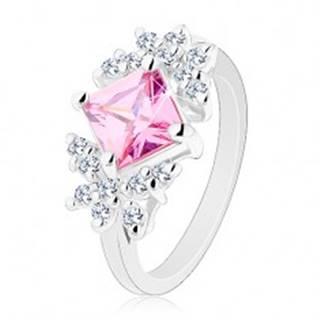 Prsteň striebornej farby, brúsený zirkónový štvorec ružovej farby, číre motýle - Veľkosť: 49 mm
