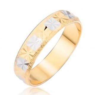 Prsteň zlatostriebornej farby s diamantovým rezom a ryhovanými okrajmi - Veľkosť: 48 mm