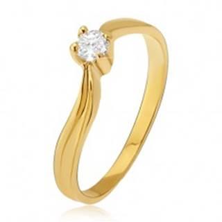 Zlatý prsteň 585 - lesklé zvlnené ramená, priehlbina, číry kamienok - Veľkosť: 49 mm