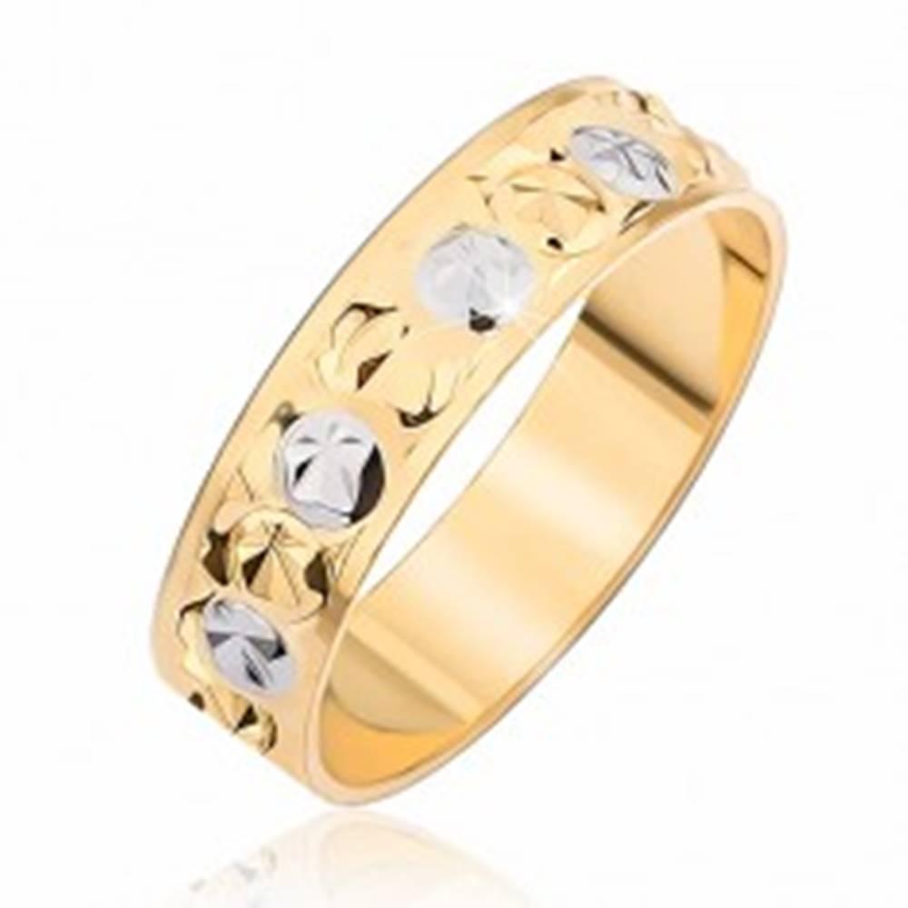 Šperky eshop Dvojfarebná obrúčka - kruhové a hviezdicové zárezy - Veľkosť: 49 mm
