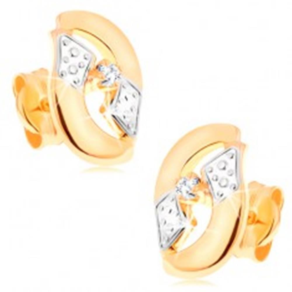 Šperky eshop Dvojfarebné zlaté náušnice 585 - širšie zvlnené zrnko s výrezom a čírym zirkónom