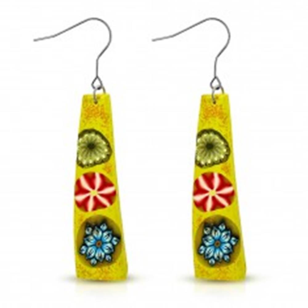 Šperky eshop FIMO náušnice, žltý obdĺžnik s tromi farebnými kvetmi, háčiky