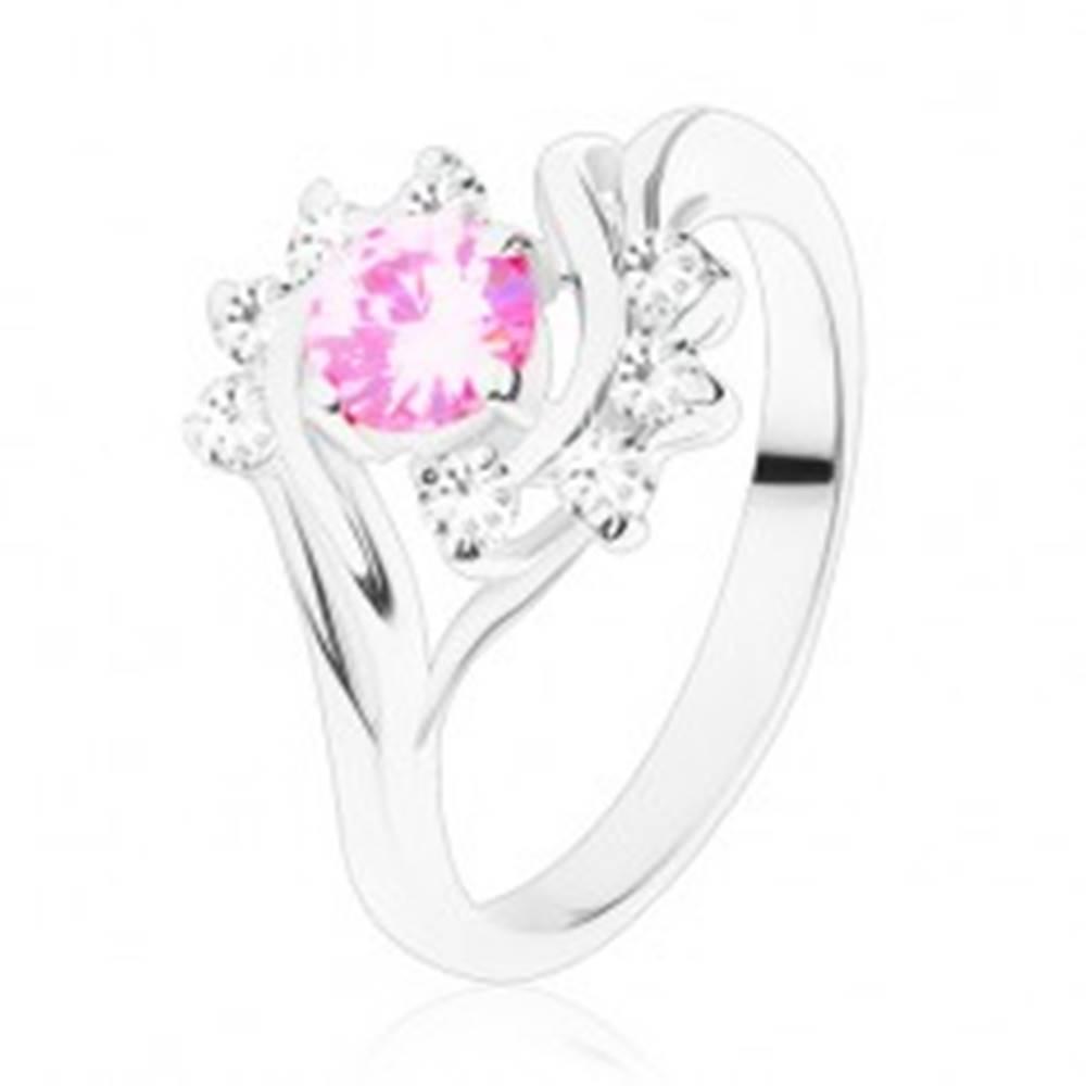 Šperky eshop Lesklý prsteň s úzkymi ramenami v striebornej farbe, ružový zirkón, číry oblúk - Veľkosť: 51 mm