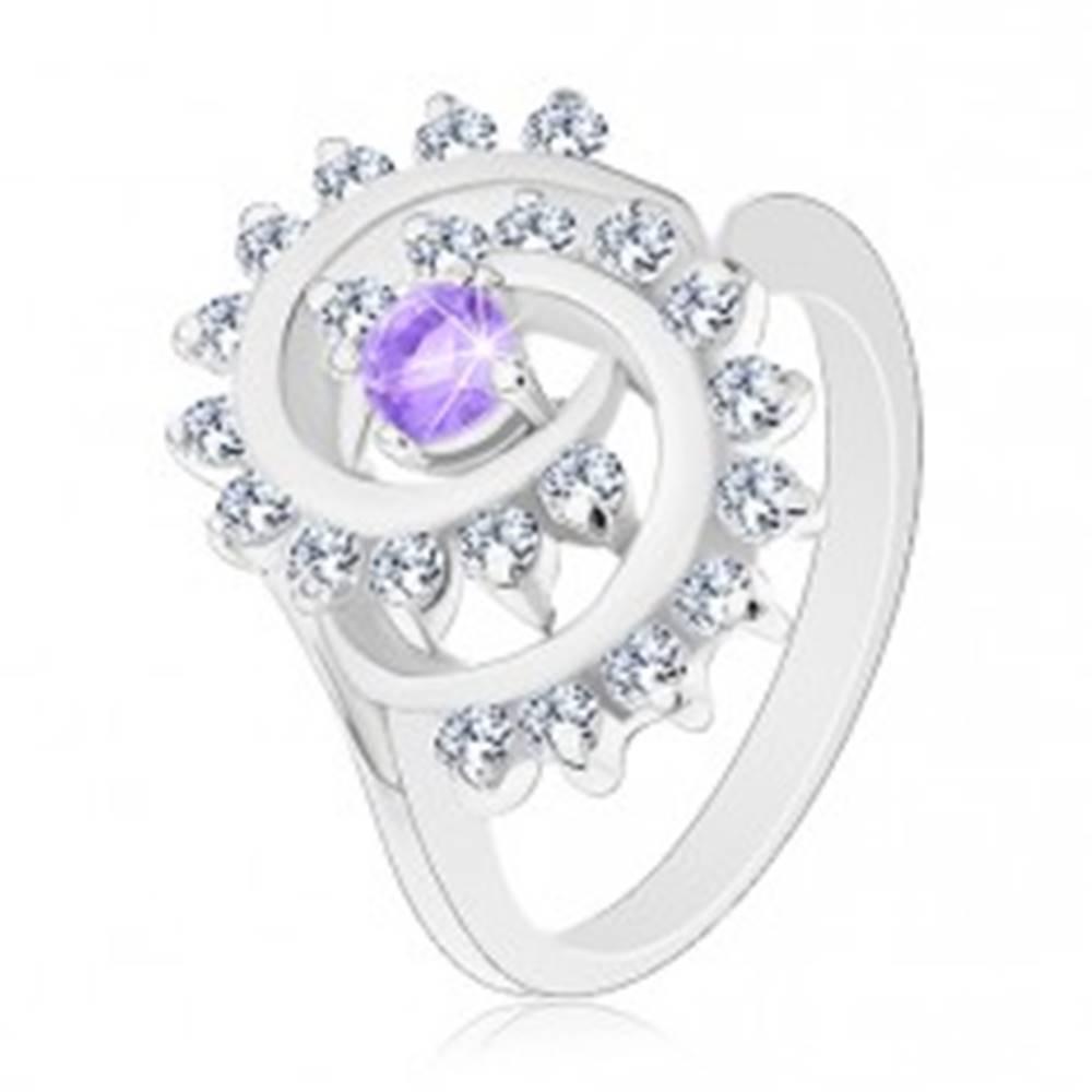 Šperky eshop Ligotavý prsteň s ozdobnou špirálou s čírym lemom, svetlofialový zirkón - Veľkosť: 52 mm