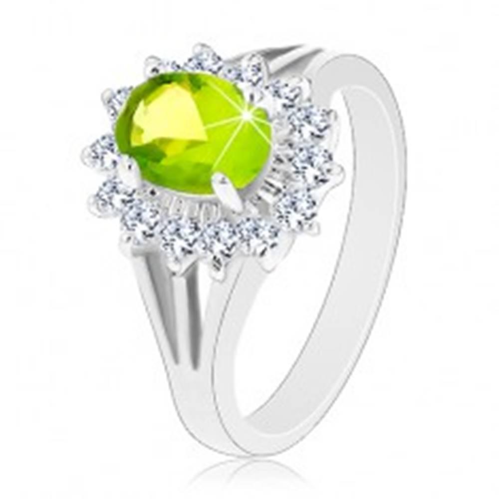 Šperky eshop Ligotavý prsteň s rozdelenými ramenami, zirkónový ovál v zelenej farbe - Veľkosť: 50 mm
