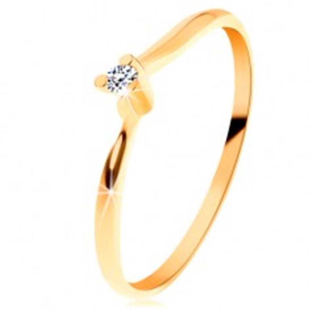 Šperky eshop Ligotavý prsteň zo žltého 14K zlata - číry brúsený diamant, tenké ramená - Veľkosť: 49 mm