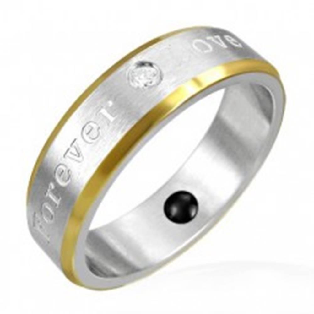 Šperky eshop Magnetický prsteň z ocele - okraje zlatej farby, romantické gravírovanie - Veľkosť: 49 mm