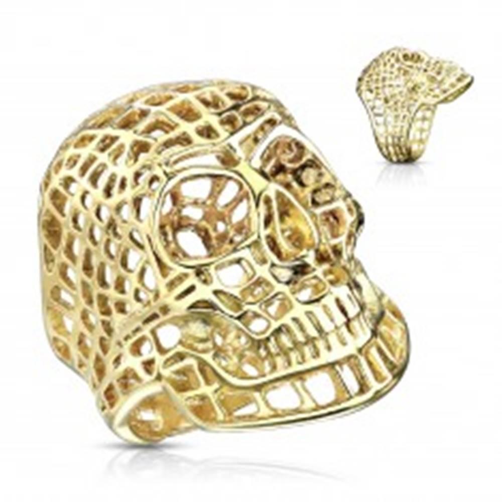 Šperky eshop Mohutný prsteň z ocele 316L, lesklá zlatá farba, sieťovaná lebka - Veľkosť: 58 mm