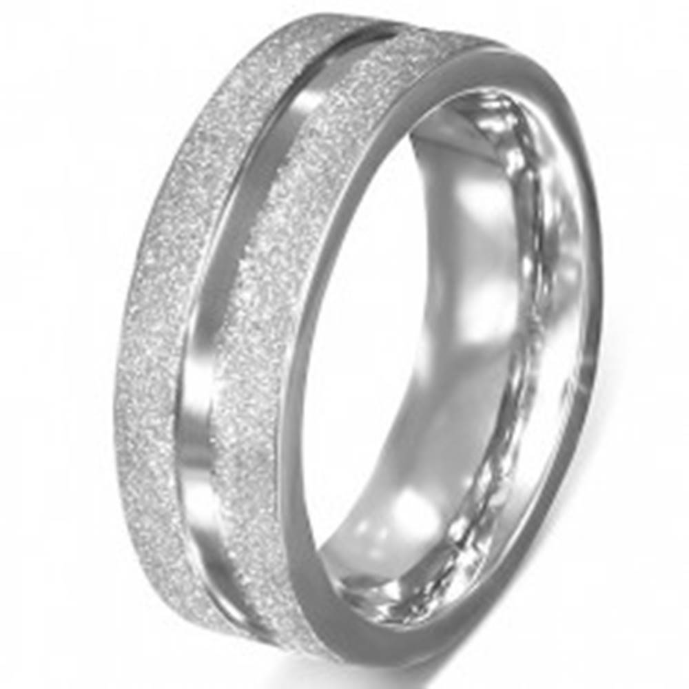 Šperky eshop Obrúčka z chirurgickej ocele - pieskované okraje, hladká stredová línia - Veľkosť: 51 mm