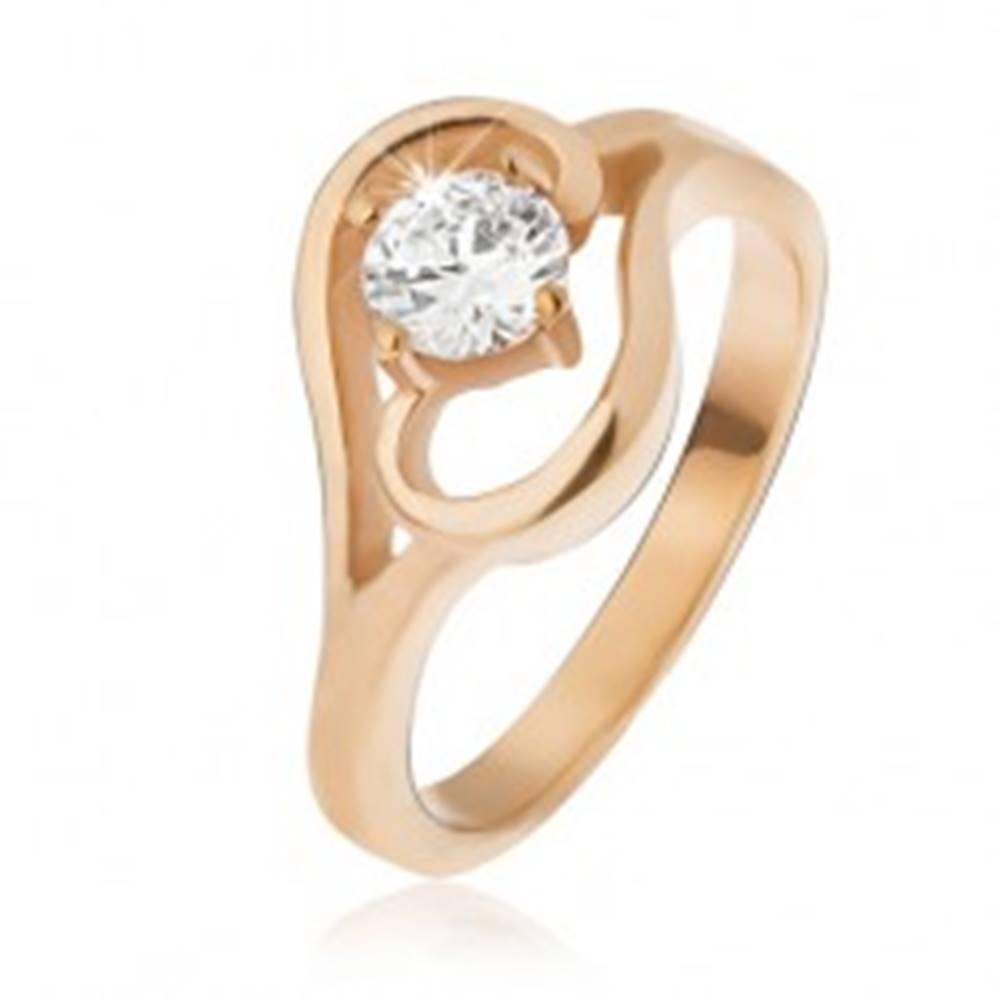 Šperky eshop Oceľový prsteň zlatej farby, ramená ukončené vlnkou, číry zirkón - Veľkosť: 49 mm