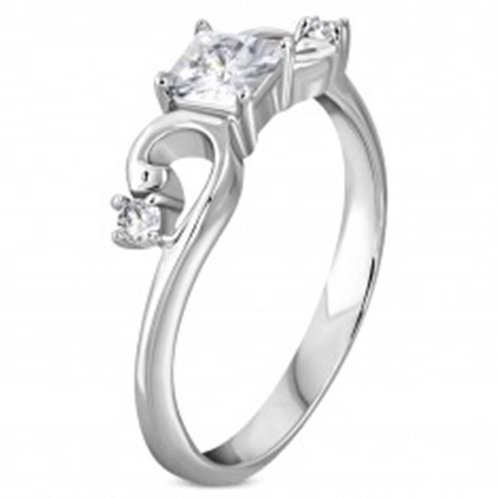 Šperky eshop Prsteň z ocele 316L striebornej farby, zirkónový štvorček, zatočené ramená - Veľkosť: 50 mm