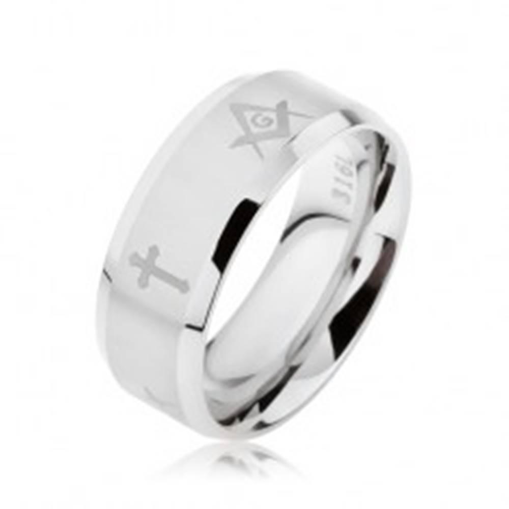 Šperky eshop Prsteň z ocele striebornej farby, matný pásik s krížmi a symbolmi slobodomurárov - Veľkosť: 57 mm