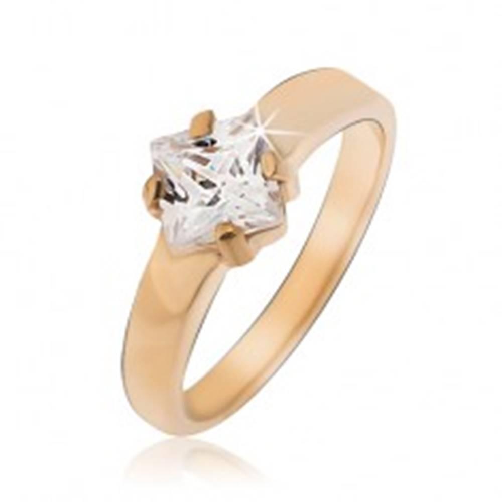 Šperky eshop Prsteň z ocele zlatej farby so štvorcovým zirkónom - Veľkosť: 49 mm