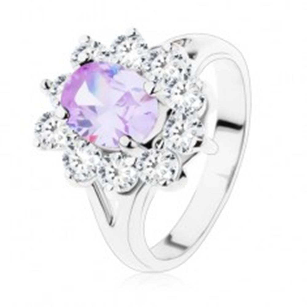 Šperky eshop Trblietavý prsteň s rozdelenými ramenami, brúsené zirkóny vo svetlofialovej a čírej farbe - Veľkosť: 49 mm