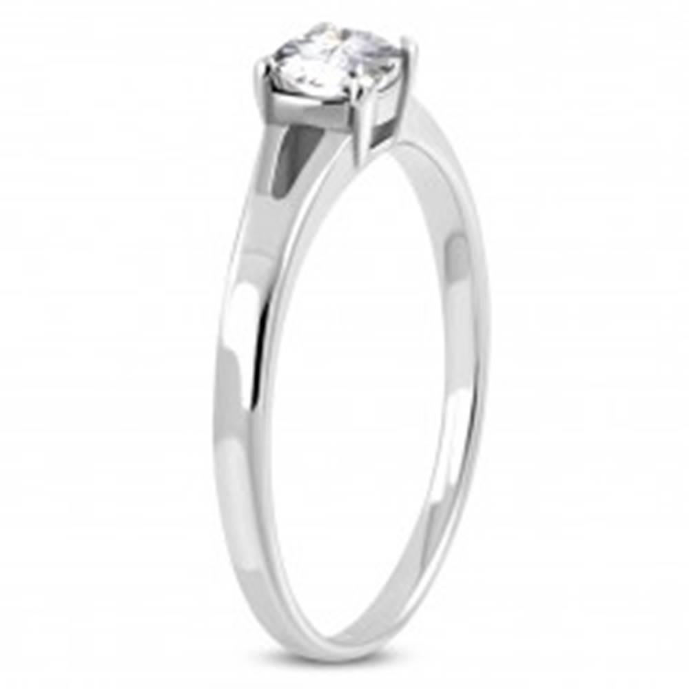 Šperky eshop Zásnubný prsteň z chirurgickej ocele, strieborná farba, číry zirkón, rozdelené ramená - Veľkosť: 51 mm